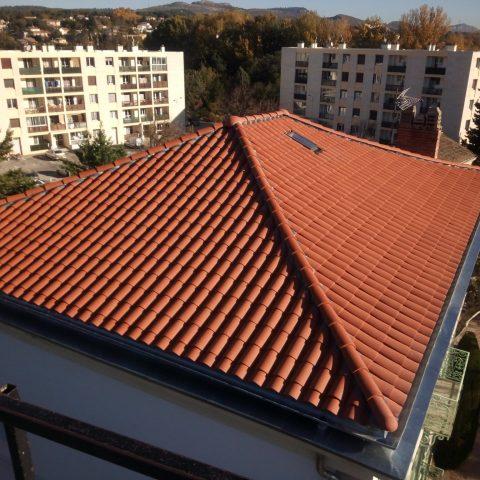 Salon de Provence (13) , Base aérienne 701, Remplacement de la toiture en tuile au niveau de la Résidence Le Lurian
